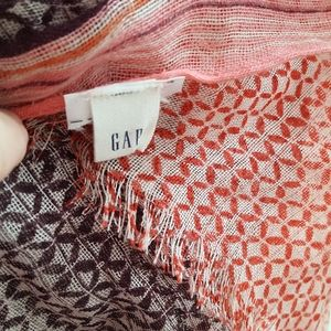 Over sized gap scarf